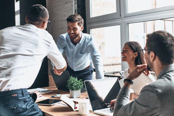 Adoptez une attitude positive avec 7 résolutions qui amélioreront votre vie au travail