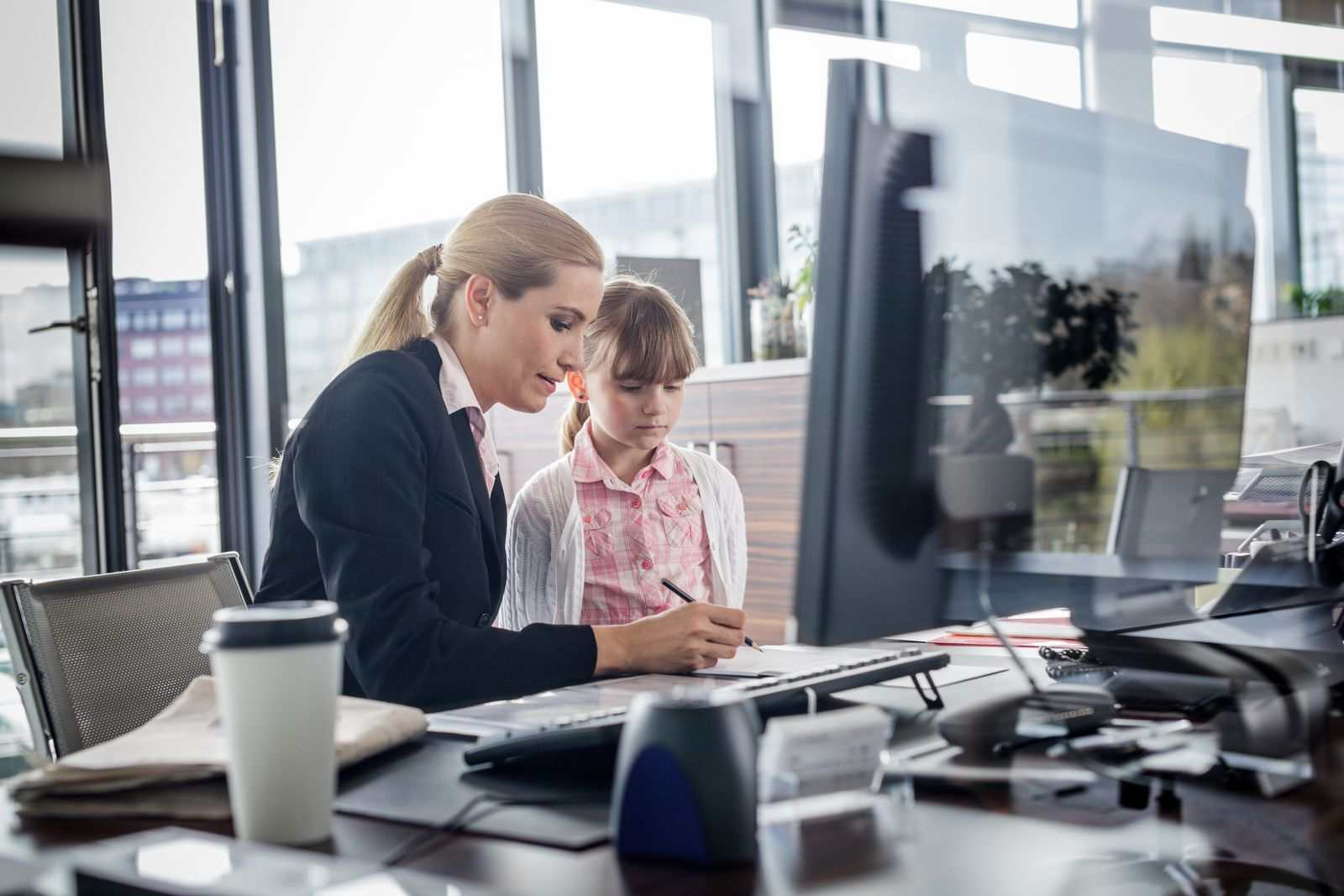 5 Tips for Parents to Succeed at Managing a Business and a Family Simultaneously
