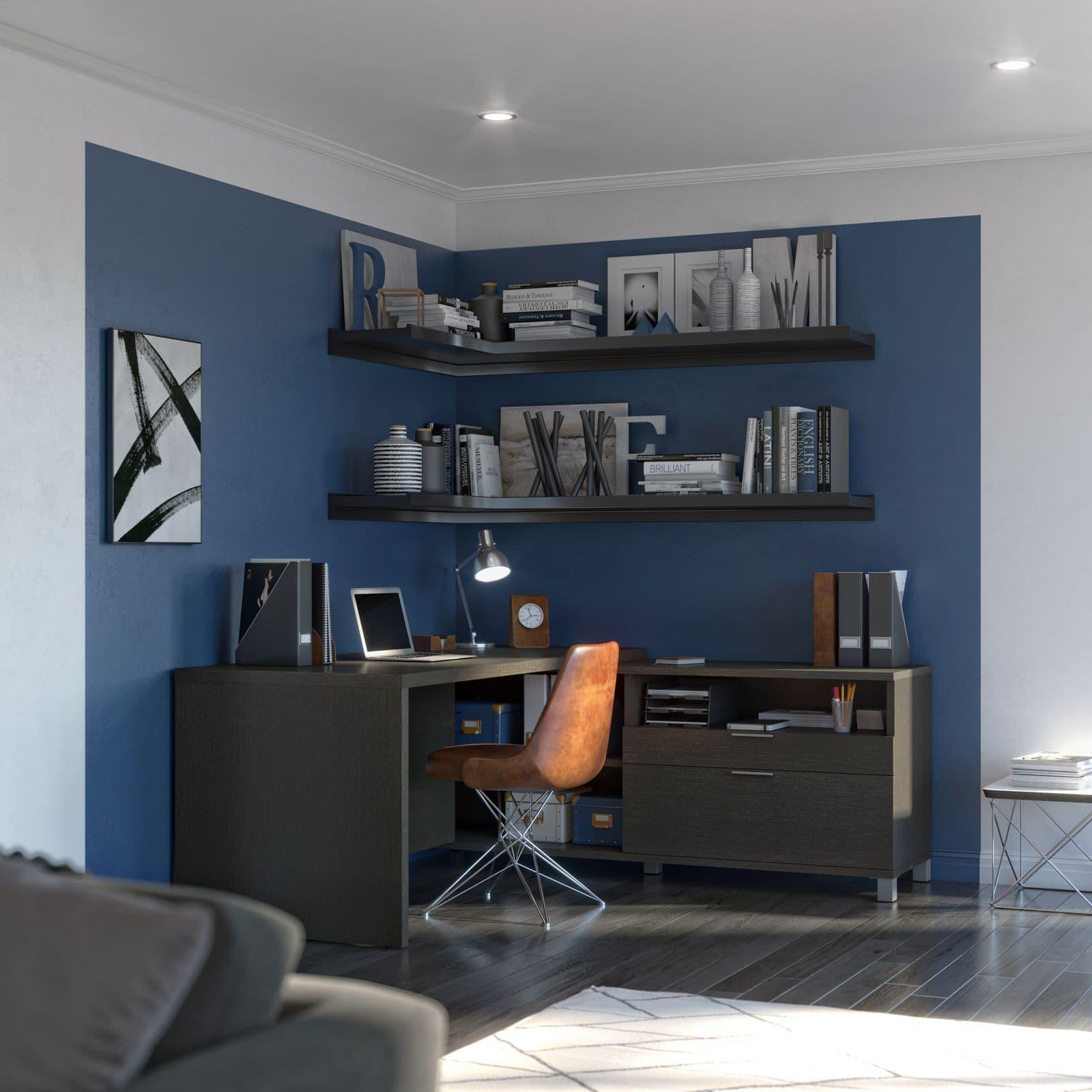 Bureau en L de Bestar avec un mur bleu