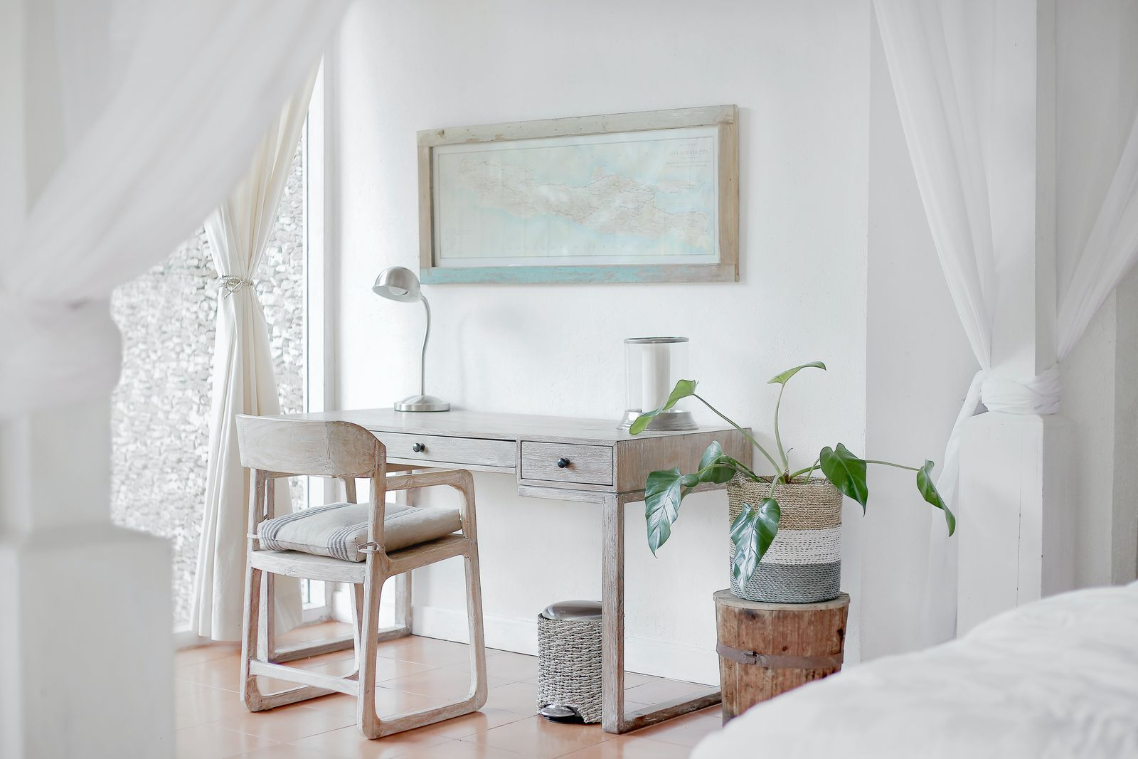 Modern, minimal multipurpose office