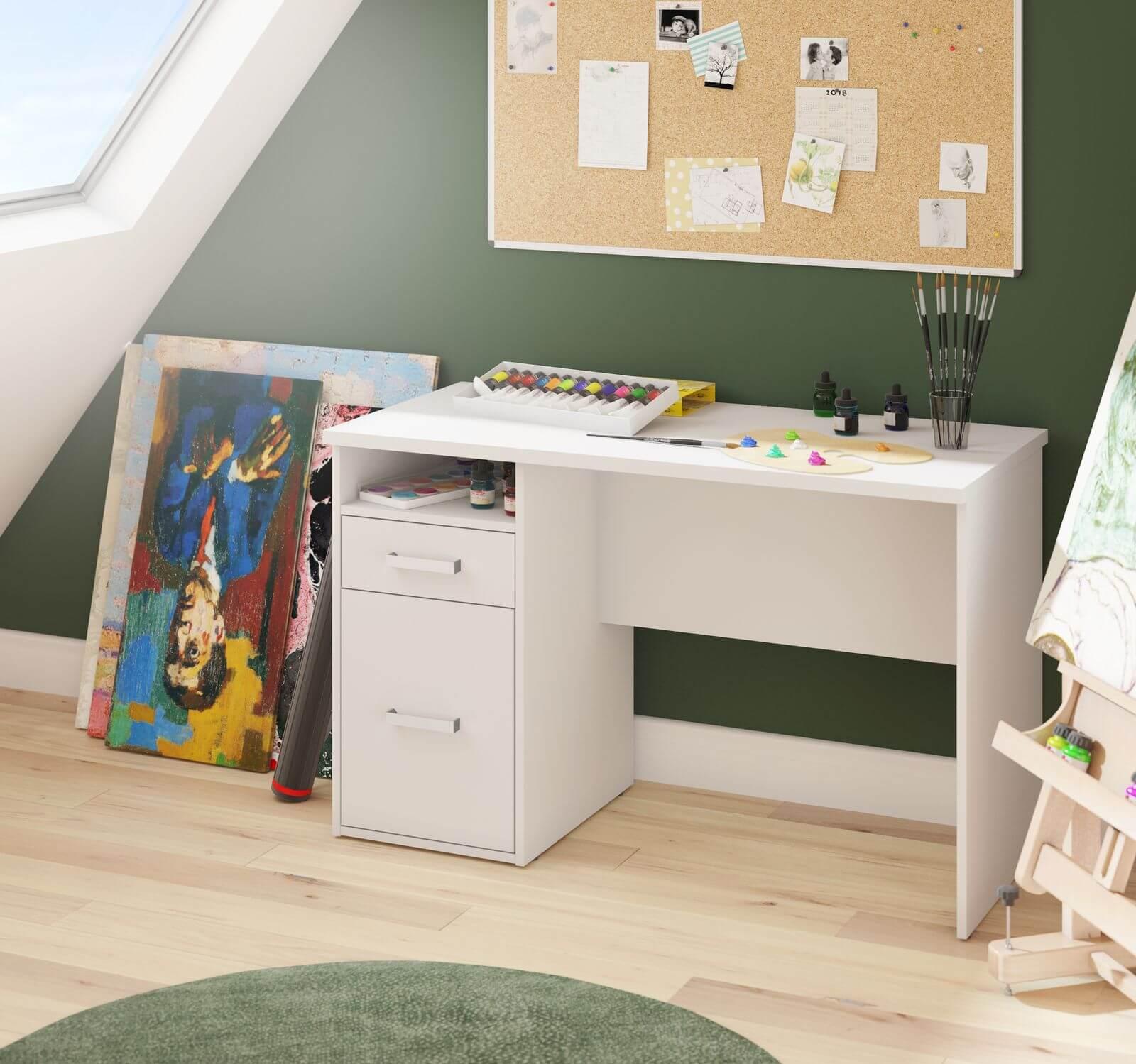 Petit bureau avec mur vert