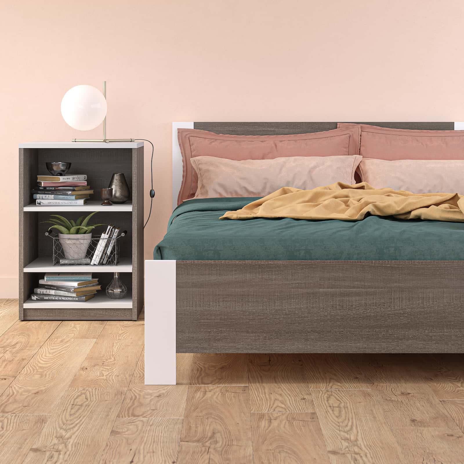 Chambre d'ado avec lit et table de chevet Bestar dans un décor pastel